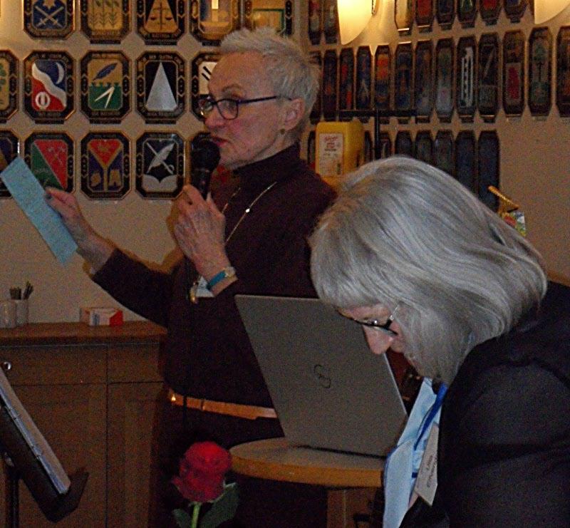 Eva och Ulla tackar avgående uppdragstagare