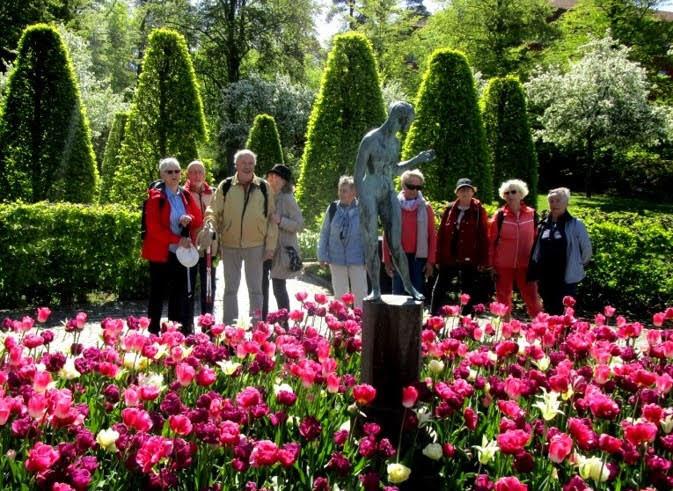 Beundrande statyn Crocus av Tore Strindberg. Tulpanerna är verkligen inte att förakta!