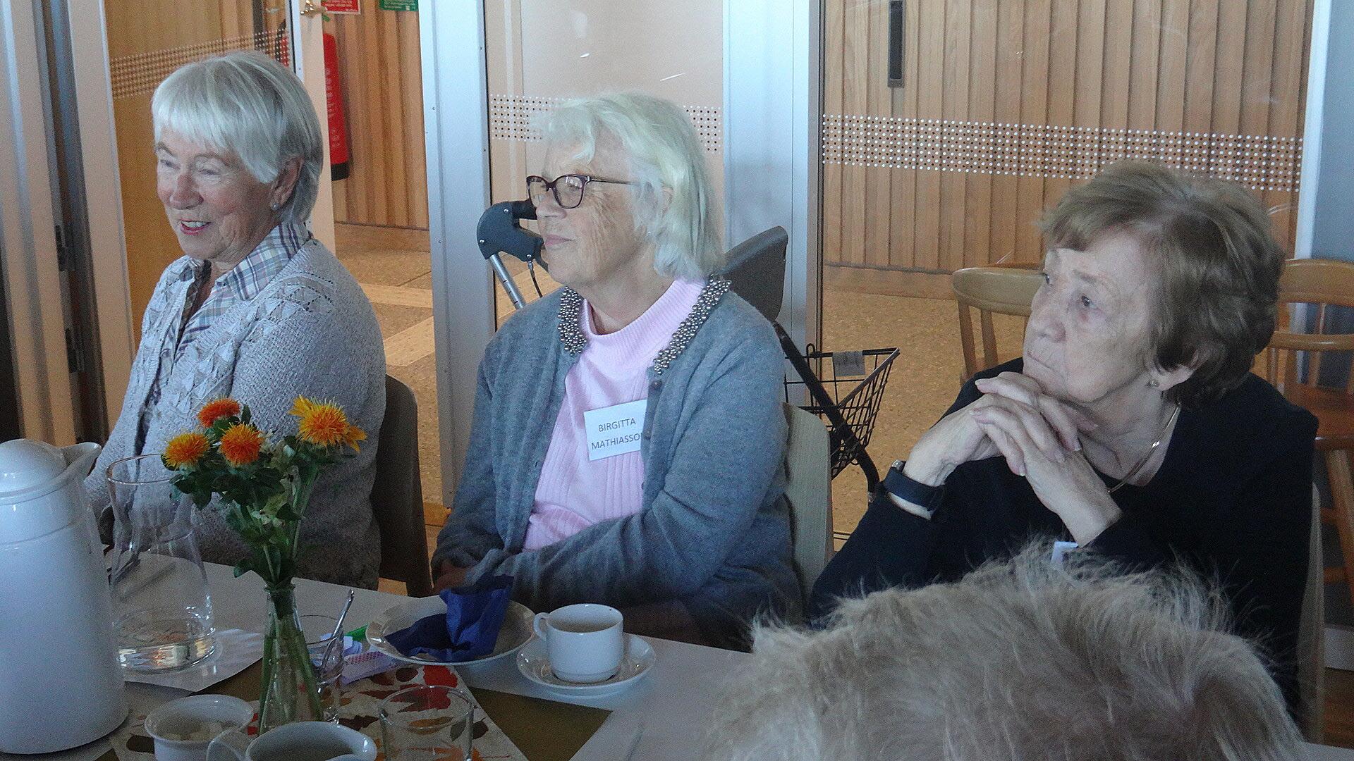Vackra blommor på borden, tack Birgitta och Barbro