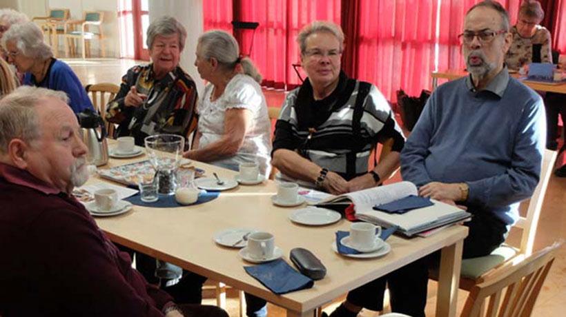 Kaffegruppen bjöd denna gång deltagarna på små läckra semlor.