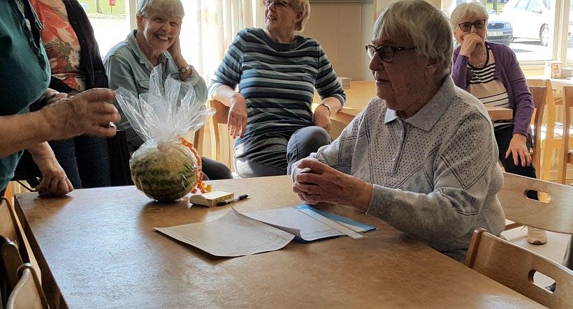 Ulla-Britt fick en melon för sitt uppdrag.
