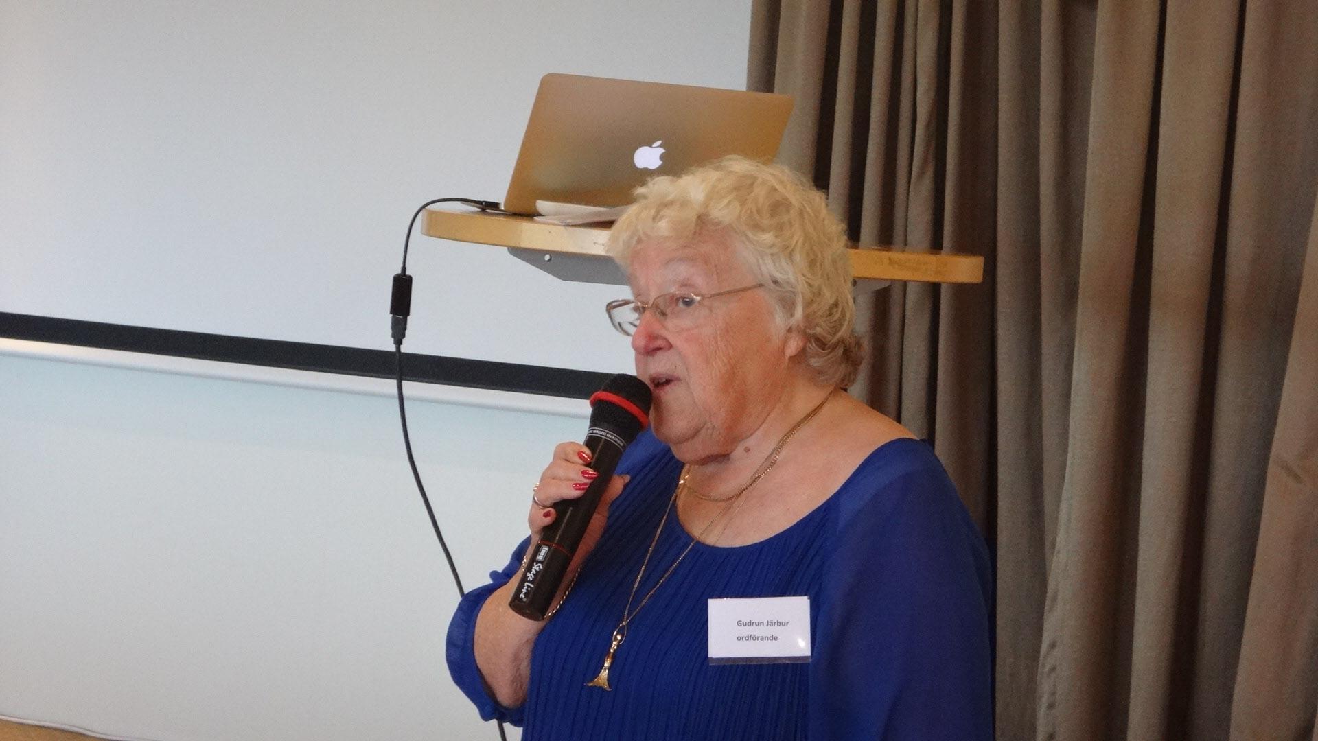 Gudrun hälsar välkommen och påminner om de två första veckornas aktiviteter.