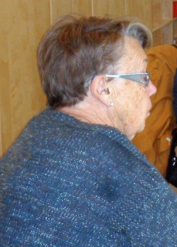 Ulla håller ett vakande öga på gruppen